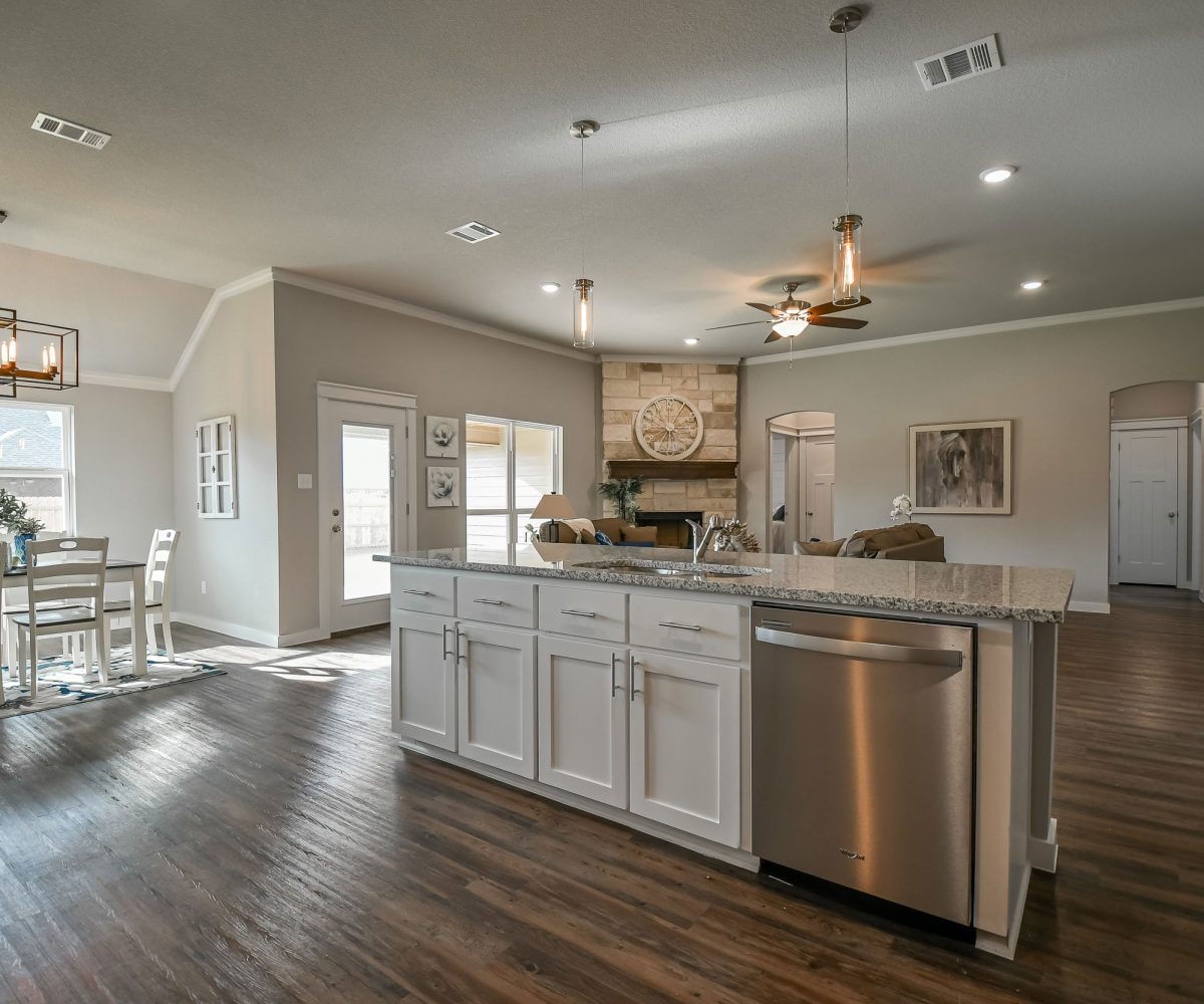 DB Fuller Homes is proud to offer this beautiful home on Turtle Dove Drive.   Enjoy a large living room with fireplace, tall ceilings, and crown moulding!  The spacious kitchen has granite, tile backsplash, and stainless steel appliances.
